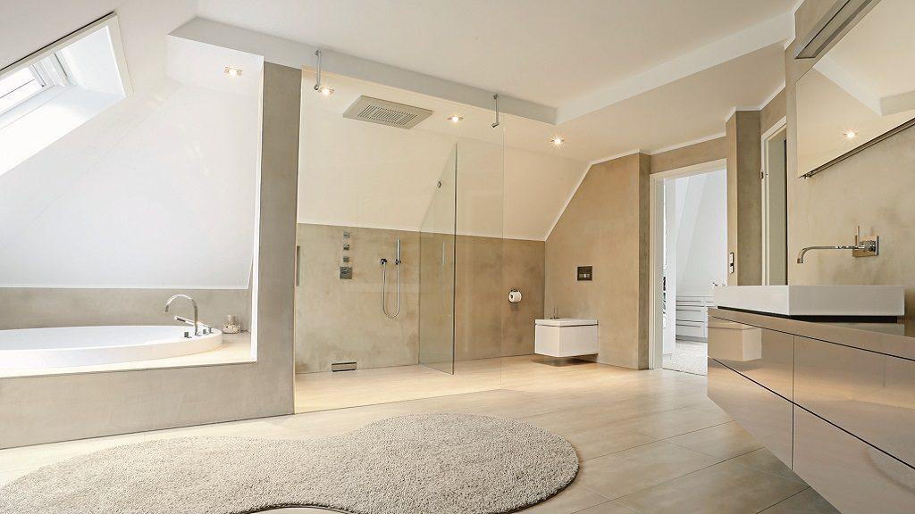 Ineffiziente Armaturen bei einer Badsanierung einfach ersetzen.
